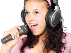 Musikschule Schülerin singt