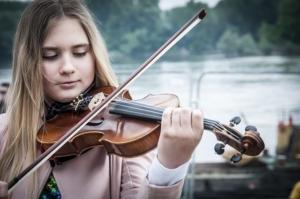 Kinder lernen Violine mit Violinenunterricht und Violinenlehrer